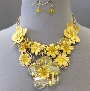 IAmShe Floral Necklace with Earrings