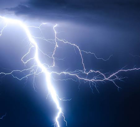 Forte chuva com raios assustadores marcaram o céu Iguaraciense ontem, Inmet alerta perigo potencial