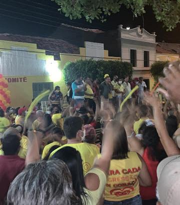 PREFEITO ZEINHA TORRES ADOTA DISCURSO DE ÓDIO EM PALANQUE