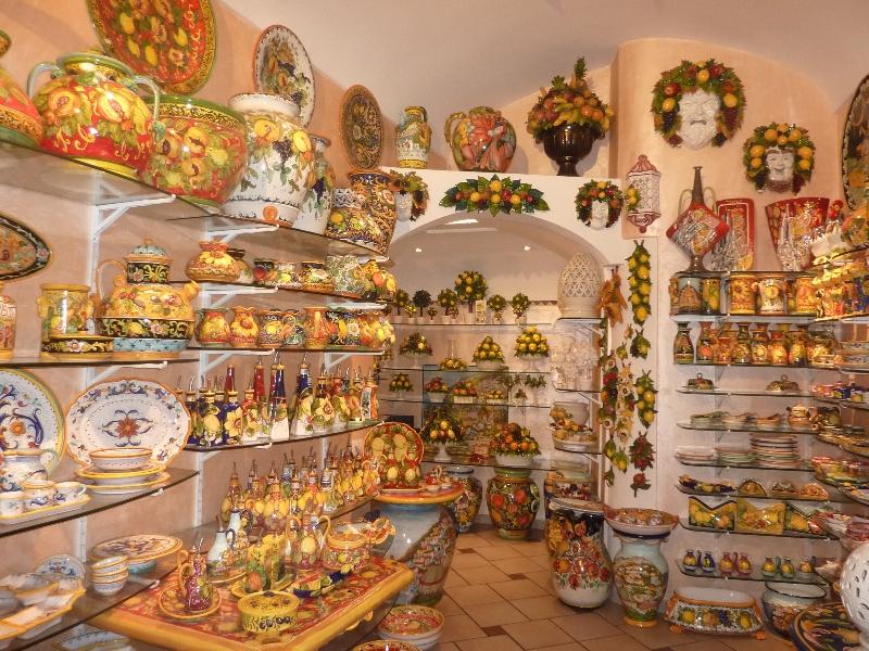 shopping-for-ceramics-amalfi-coast