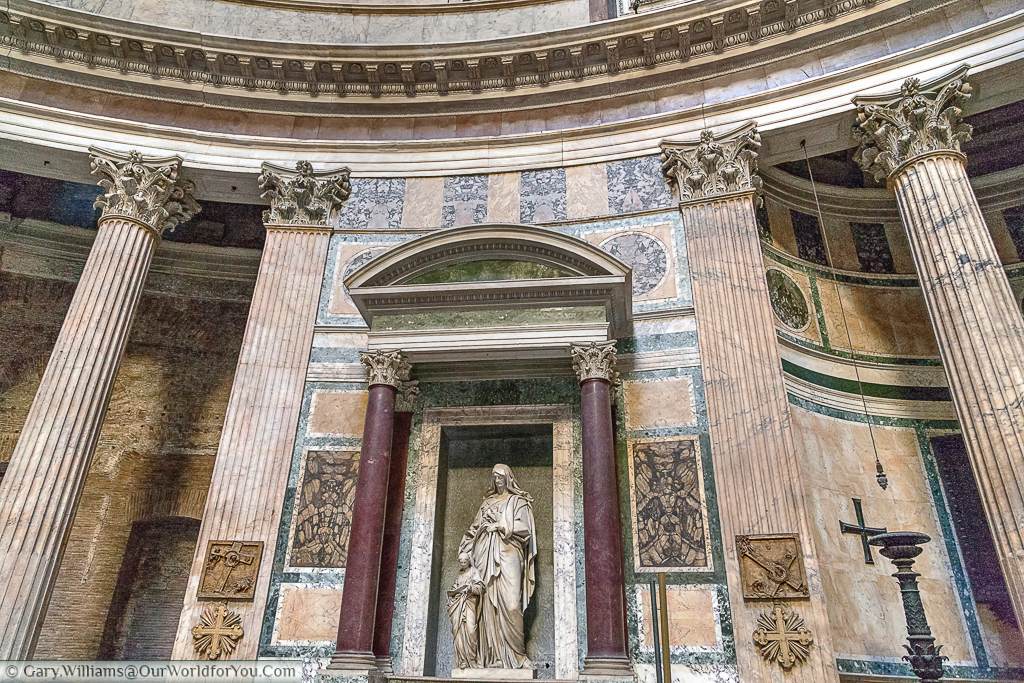 Inside-the-Pantheon-Rome-Italy