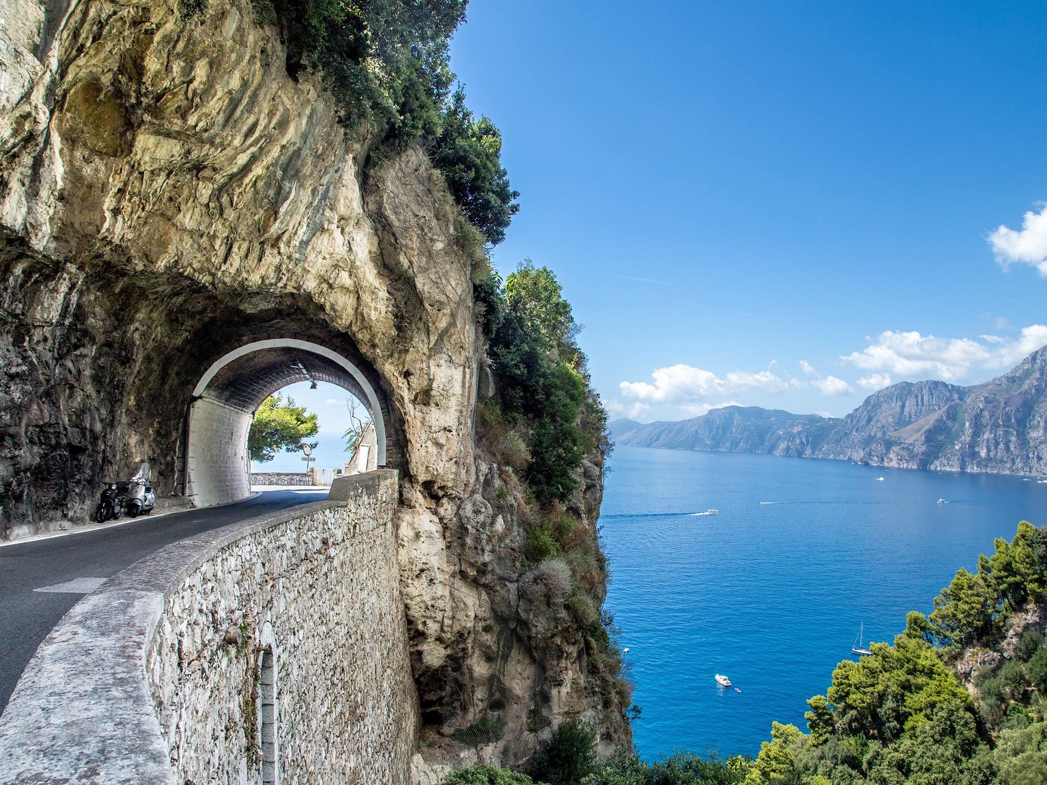 amalfi-coast-highway-GettyImages-524151707