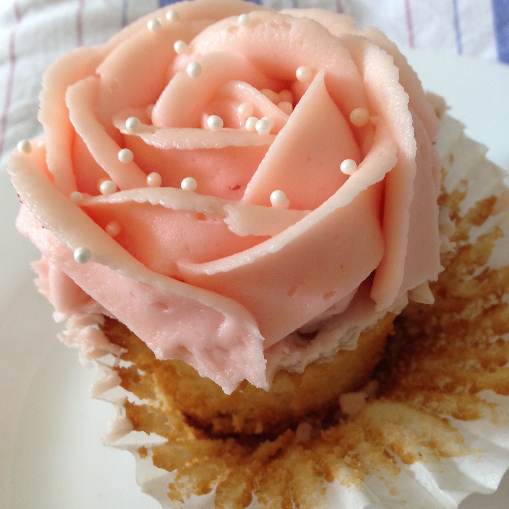 Denouement F&M cupcake copyright Victoria Alexandra Cabrini Luckie (née Quin-Harkin)