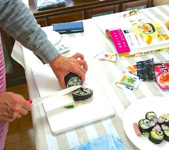手仕事の会の様子 〜手巻き寿司〜
