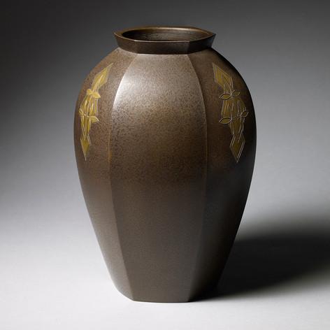 Bronze flower vase Inlaid bronze flower vase Japan, Showa period, 1930's-1940's Height: 27 cm, 10 1/2 in With the original wood box, tomobako