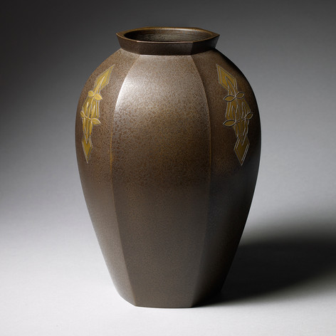 Bronze flower vase Inlaid bronze flower vase Japan, Showa period, 1930's-1940's Height: 27 cm, 10 1/2 in With the original wood box, tomobako