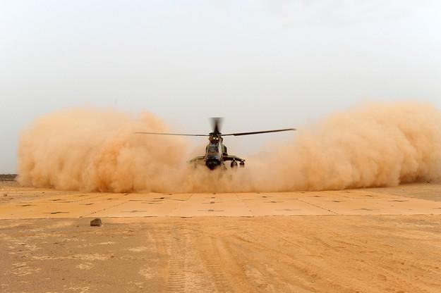 Tigre Helicopter landing on Mustmove Helipad.JPG