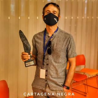 Jon Aramendía con el trofeo Icue Negro