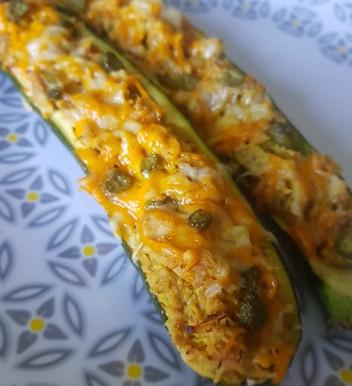 Courgettes farcies au thon, cheddar et mimolette