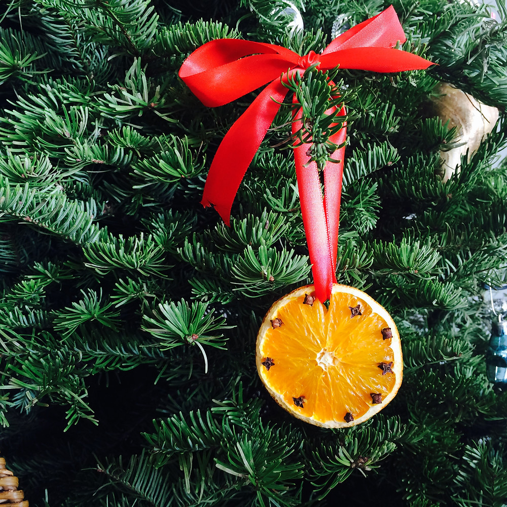 Dried Orange Christmas Tree Decorations with cloves and star anise