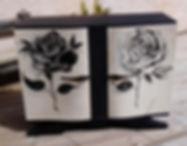 buffet bas, décor 2 roses en noir et blanc