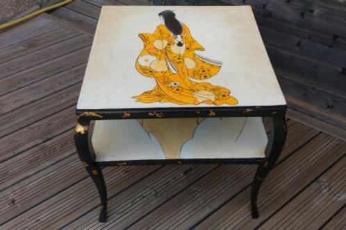 table carrée japonisante