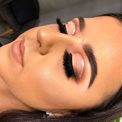 Close up 👀 Matte eye with glitter liner