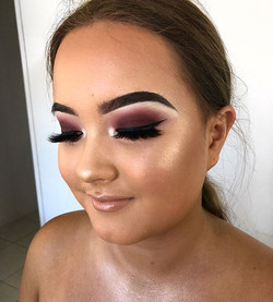 Deep berry tones with that extra glow👌🏽✨ _haleywhyatt 🥀Can't wait to see all my formal beauty's s
