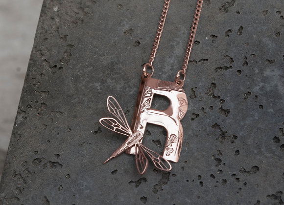 Letra con libélula   Plata /Dorado / Rosa