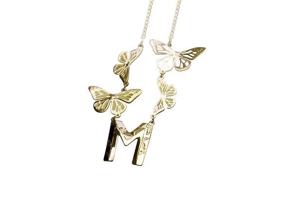 Dije Letra con 4 Mariposas Oro