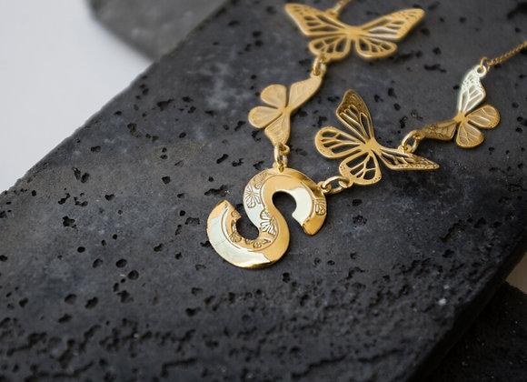 Collar Mariposas con Letra  Plata / Dorado / Rosa