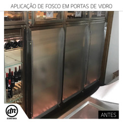 APLICAÇÃO DE VINIL FOSCO EM PORTA DE VIDRO PARA HOTEL EM LISBOA