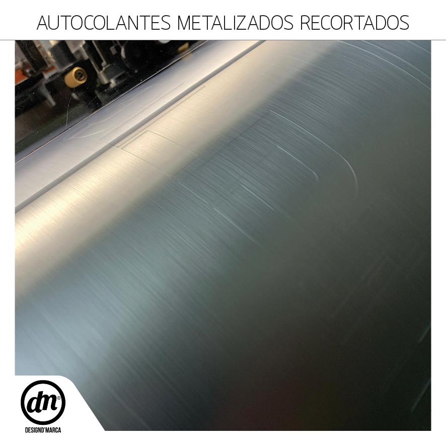 Autocolantes Recortados em Vinil Metalizado EscovadoMARCA_Stickers_15x15