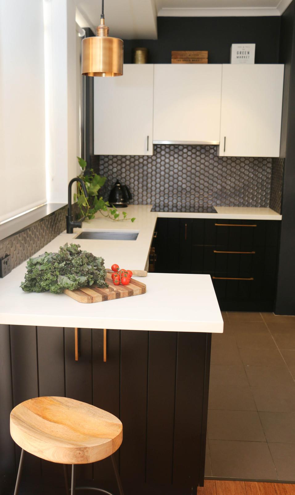 manly modern industrial - kitchen, metallic hexagon splashback