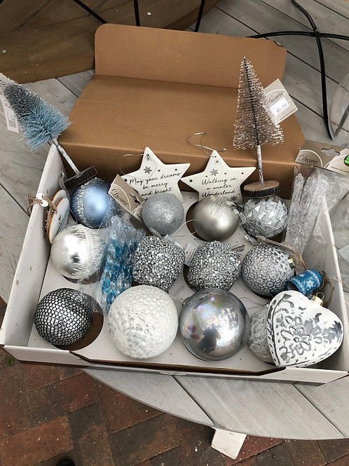 Icy Blue and Silver Decoration Bundle