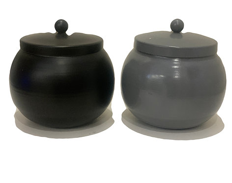 Pot candleholder with lid