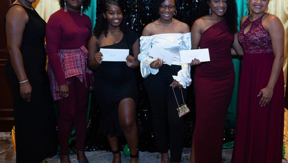 2019 Scholars with the scholarship committee