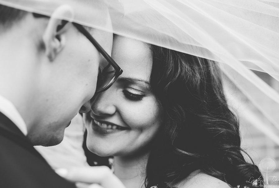 bride and groom 20bw_1.jpg