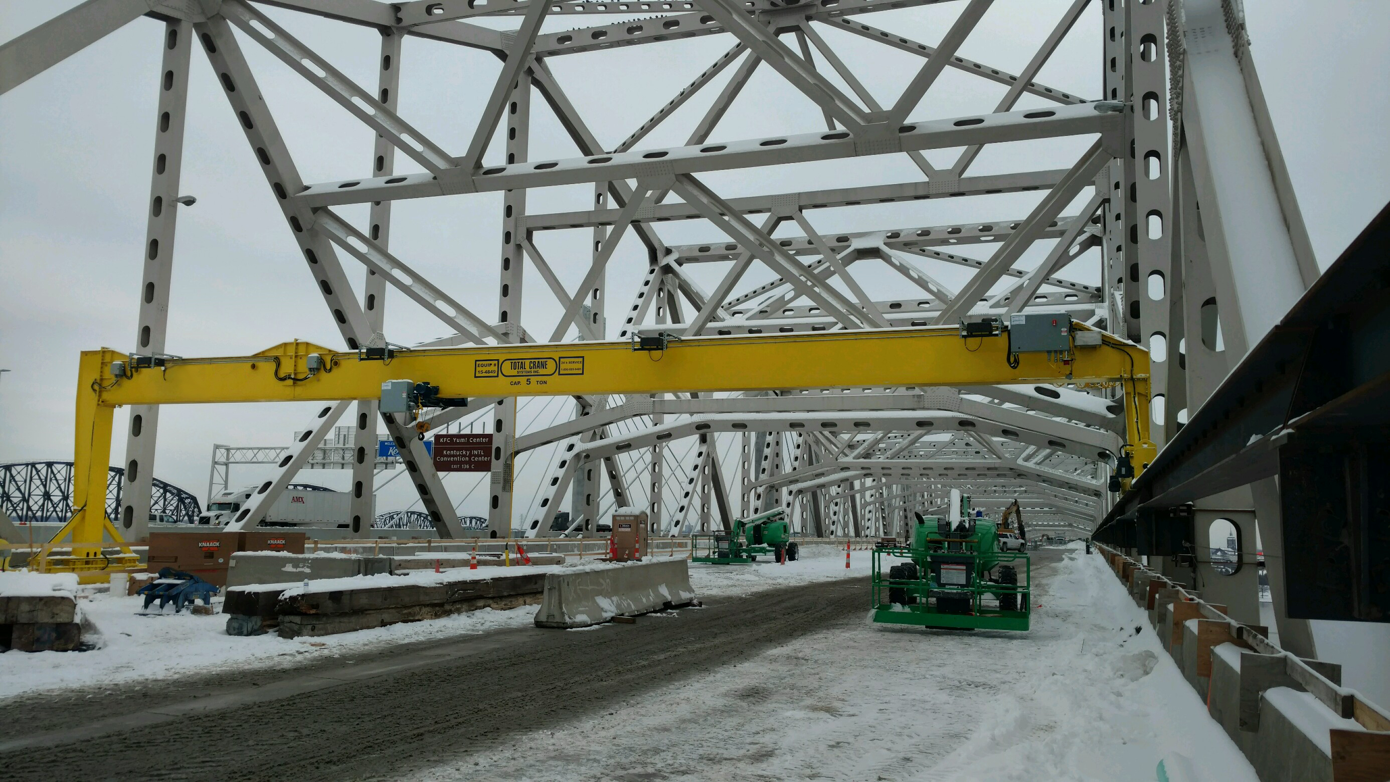 Munck Cranes Full Gantry utilized in bridge construction