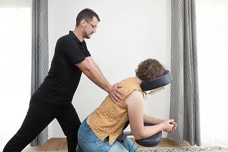 ode-au-bien-etre-massage-amma-assis.jpg