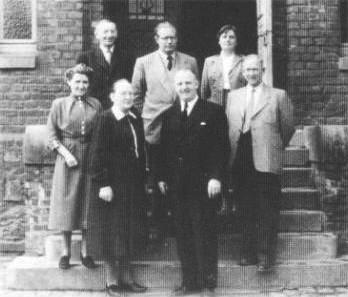 Das Lehrerkollegium 1955obere Reihe (v.l.): Herr Burkhardt, Herr Mieles, Frau Ludwiguntere Reihe (v.l.): Frau Bock, Frau Steinhoff, Direktor Leisse, Herr Mittag
