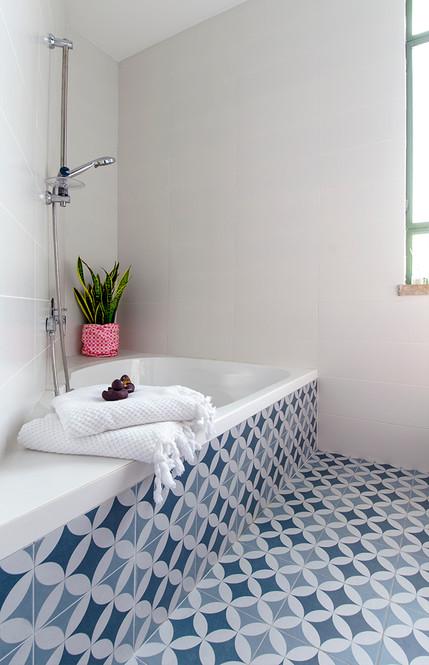 אמבטיה בנות.jpg