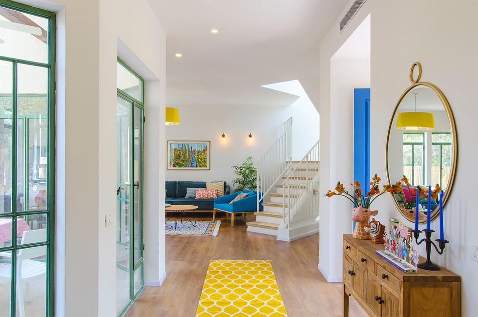 מסדרון מבט לסלון 2.jpg