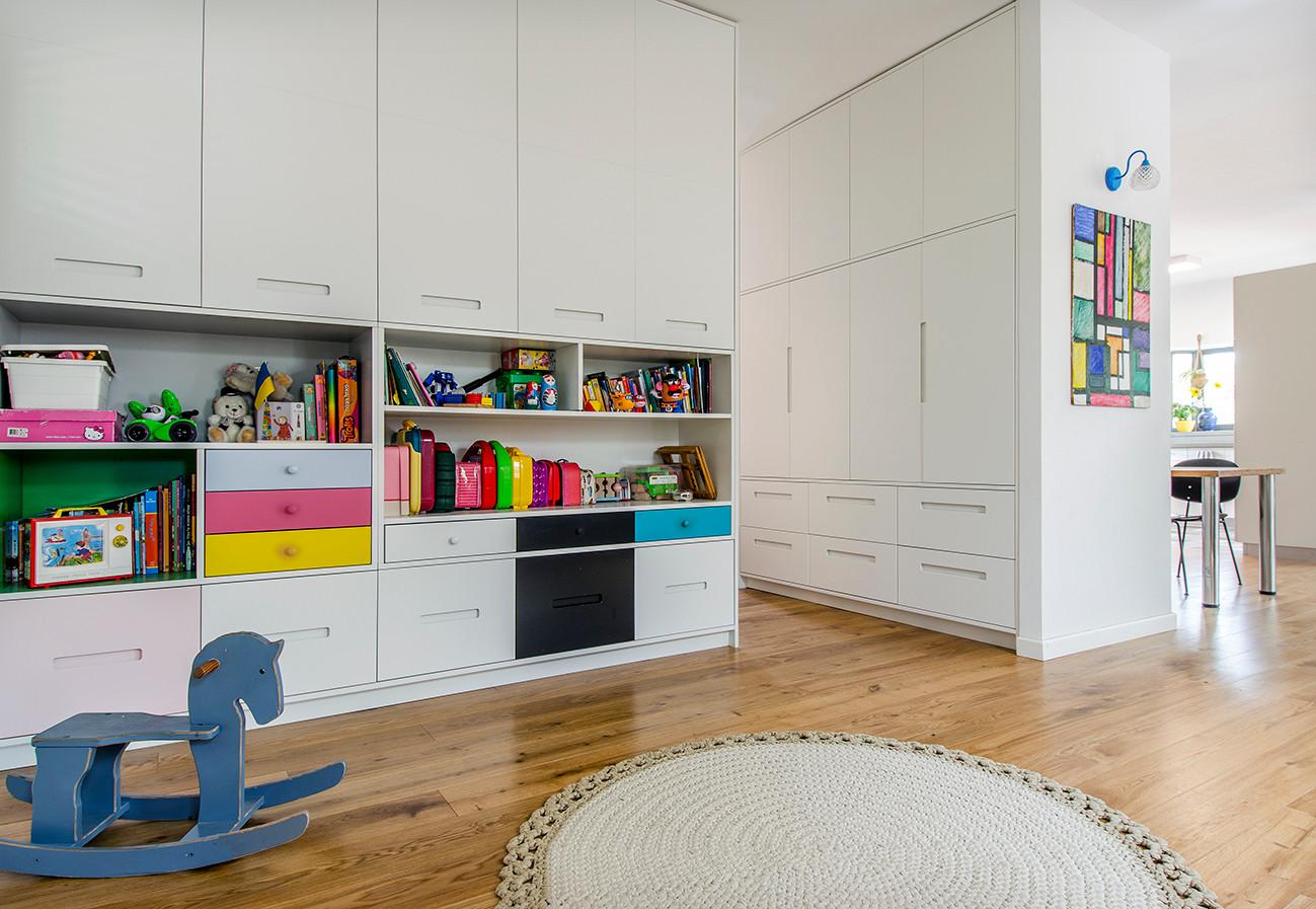 חדר משחקים וציור אופיר.jpg