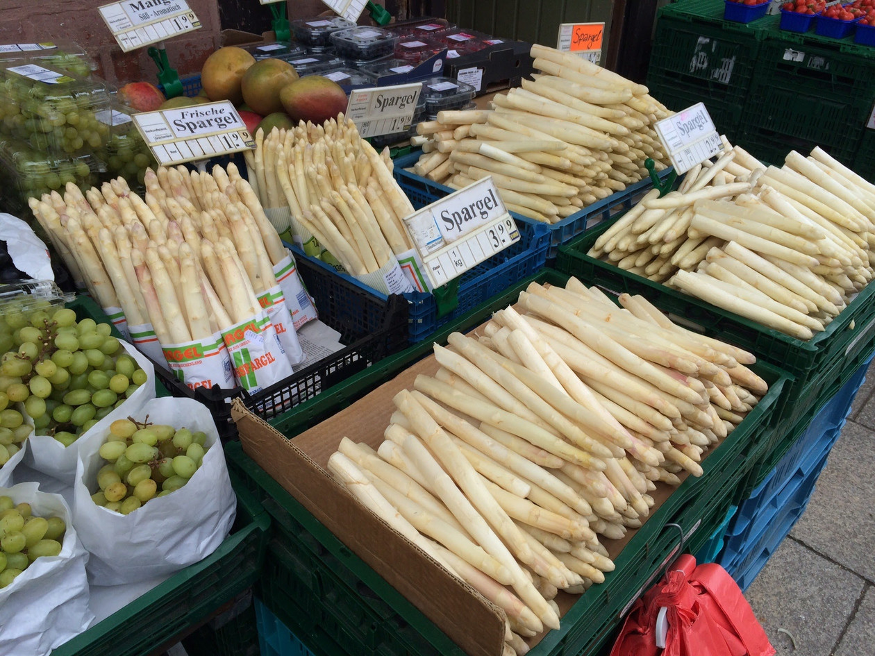 Halle Market White Asparagus