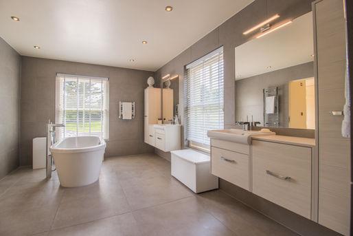 1st bedroom bathroom 3.jpg