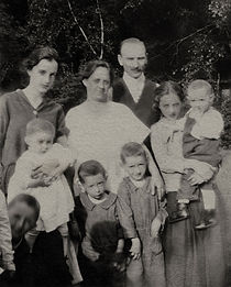 back l to r: Mary holding Helen,  Ilona, Uncle William,   front l to r:  Edwin, Louis, Stephen, Margaret holding Victor