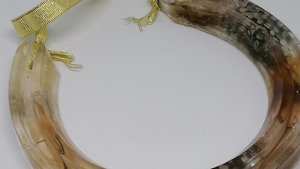 Feather horseshoe