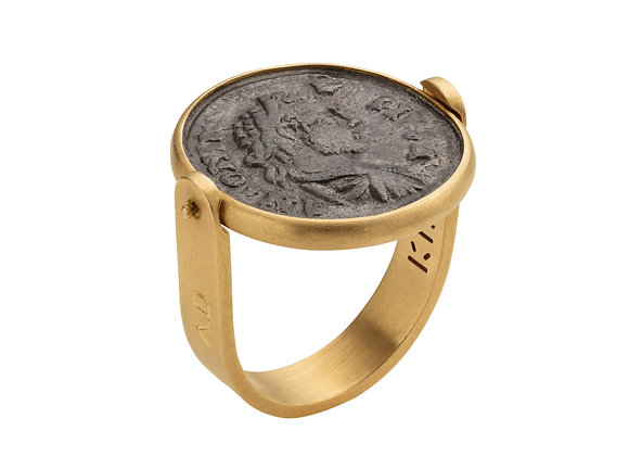 CARACALLA AND SHE WOLF RING