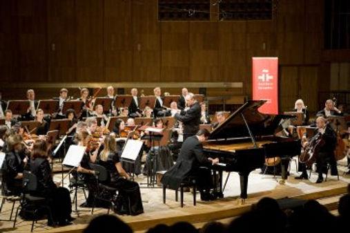Alberto Cobo mit dem Orchester des polnischen Rundfunks und Fernsehens