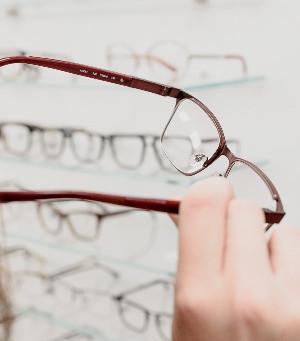 Multifocal intraocular lenses or monofocal in cataract surgery?