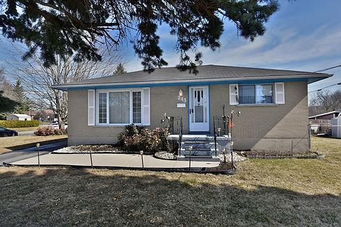 243 Bartholomew St Brockville-large-002-