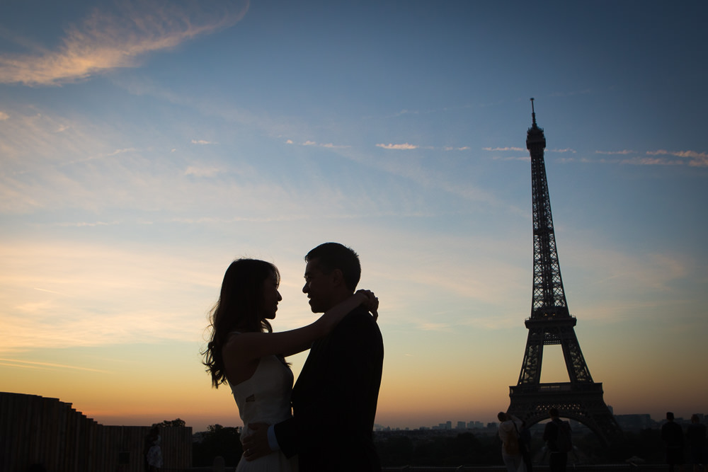 lovely silhouette couple paris