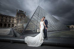 beautiful couple at le louvre paris