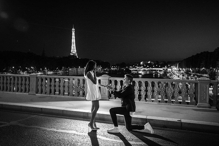 Surprise proposal in paris by night.jpg