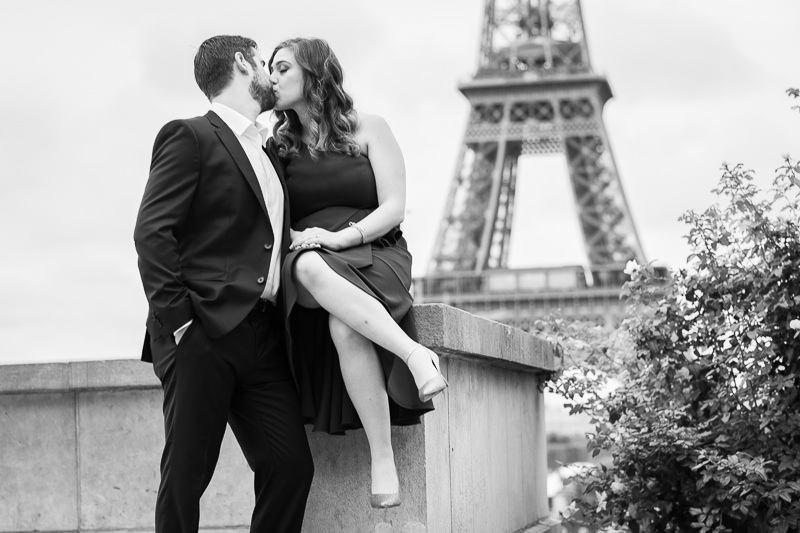 Kiss with Eiffel Tower