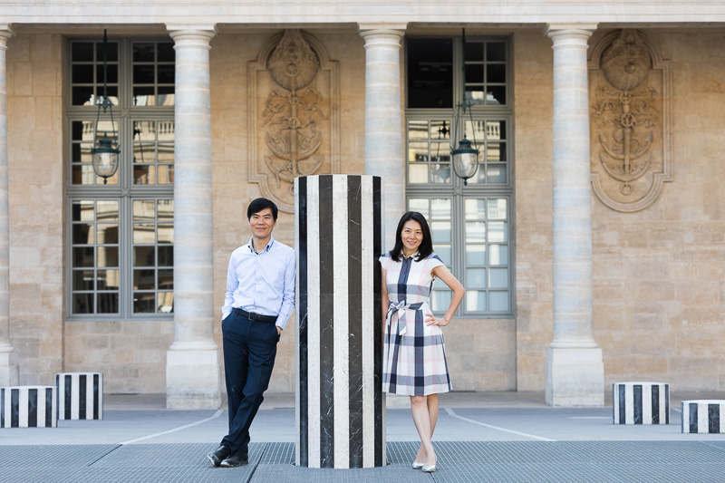 Couple stand with column Buren