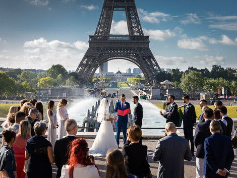 Real wedding at the Eiffel Tower