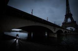 couple under bridge Eiffel tower
