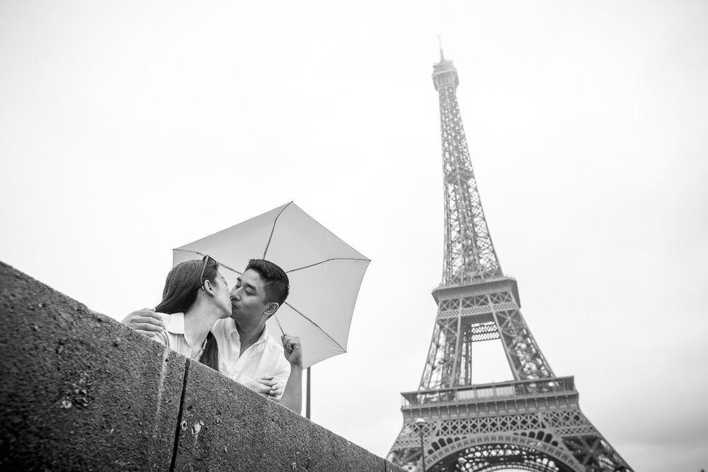 kiss in paris